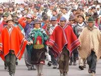 Grupo de indígenas desplazados retornan a su tierra