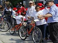 Idipron regaló bicicletas a niños beneficiarios