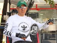 Pasó por Soacha deportista que recorrerá mil  kilómetros usando sólo sus manos