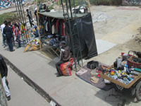 Puente de  Soacha se consolida como mercado de ropa usada