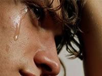 Eligen las 10 canciones que hacen llorar a los hombres