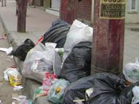 La basura impera en las calles de la comuna uno