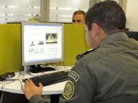 Policía se une a la celebración del Día internacional de los tuiteros