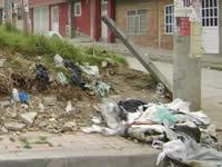 Con basura y sin alcantarillado conviven habitantes del barrio Bochica