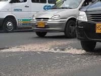 Inmenso hueco en Autopista Sur causa accidentes y temor entre vecinos de la calle 13 de Soacha