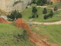 En Sibaté crean pista de BMX en una cantera abandonada