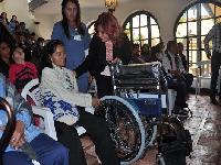 Chía entrega ayudas ortésicas