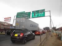 Valla a punto de colapsar genera peligro en la Autopista Sur