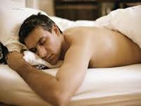 Dormir desnudo trae beneficios para la salud