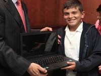 Estudiantes de San Juan de Ríoseco reciben computadores