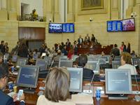 Congresistas piden a Uribe no «incendiar» el país