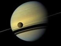 """Se descubre una misteriosa """"Isla Mágica"""" en Titán, la luna de Saturno"""