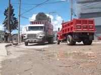 En Villa Daniela sufren por cuenta de los vehículos pesados que circulan sobre la calle 7