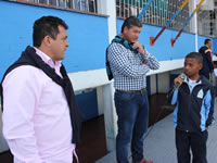 'Glorias del fútbol' comparten con estudiantes de la IE Las Villas