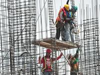 Impulsado por el sector de la construcción, desempleo  desciende a 8,7%,