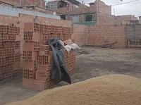 """""""Con las uñas"""" la comunidad y la JAC construyen el salón comunal de Olivos IV"""