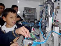Estudiantes del ITLA reciben formación tecnológica en aulas móviles del Sena