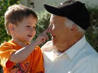 ¿Puede un adulto mayor obtener la custodia de sus nietos?