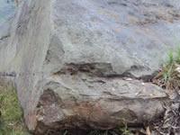 Gigantesca roca ubicada en la parte alta de El Charquito no es una amenaza