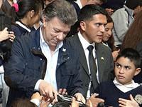 Presidente Santos entregó 13 mil tabletas a comunidad educativa de Soacha