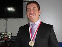 Medalla del Dios Varón para el licenciado Luis Eduardo Chávez