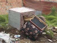Autoridades no controlan arrojo de escombros y muebles en La Amistad