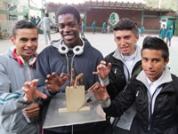 Aprendices de Soacha crearon mano robótica en madera