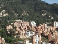 Petro prohibe construir en cerros de Bogotá