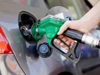 Gasolina bajará 300 pesos desde este lunes