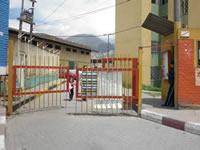 Alcaldía de Soacha quiere derribar porterías de San Carlos sin cumplir fallo judicial