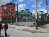 División en el 12 de marzo por demolición del cerramiento que cubre al barrio