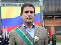 Luis Felipe Henao recibió condecoración del Ministerio de Defensa