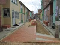 Comunidad de Juan Pablo II construye sus propias vías
