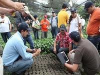 Cafeteros ecuatorianos intercambian experiencias con sus pares en Cundinamarca