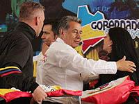 Municipio y departamento entregan banderas a Amanecer Colombiano