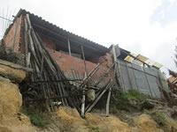 Muro a punto de colapsar preocupa a familias de San Carlos en Soacha