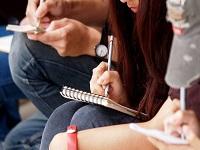 Quienes tengan antecedentes también podrán aspirar a becas de posgrado