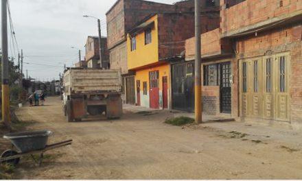 Nadie controla el paso de vehículos pesados por calles de barrios residenciales de Soacha