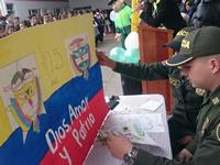 Niños del colegio Ricaurte celebran los 125 años de la Policía Nacional