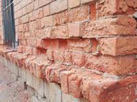 Consumidores de droga están acabando con las paredes de ladrillo en Soacha