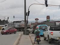 """""""Vuelve y juega"""", tránsito sigue bloqueando los cruces de Soacha en la Autopista Sur"""