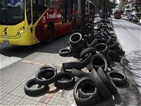 Multa para quienes arrojen llantas a la calle en Bogotá