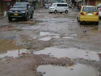 Huecos y cráteres en las vías de Soacha
