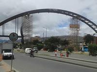 En Soacha se construye un puente de lujo pero sus habitantes dudan que sea útil