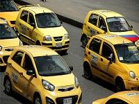 Taxistas y ciudadanos firman pacto por el buen servicio