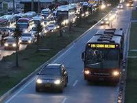 Policía de Bogotá es la que autoriza invadir el carril de Transmilenio en Soacha
