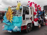 Gigantesco  desfile en el Día de la Soachunidad