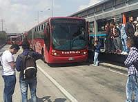 Bus bloquea estación San Mateo de Transmilenio en Soacha