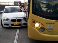 Accidente entre articulado y automóvil genera cierre de estación San Mateo