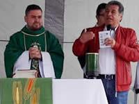 Gestora social acude a eucaristía en el Trébol